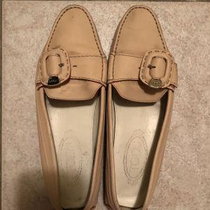 γυναικείο παπούτσι Tod's αγορασμένο από ΚΑΛΟΓΗΡΟΥ νούμερο 39