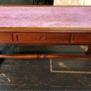 Γραφείο με τρία συρτάρια και όμορφο vintage σχέδιο