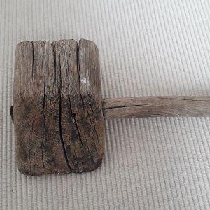 Ξύλινο παλαιό σφυρί
