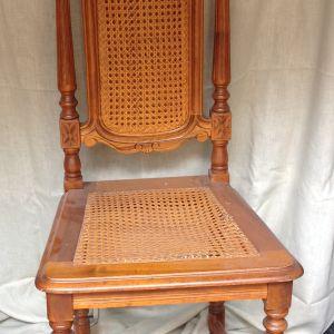 Τραπέζι ξύλινο και 4 καρέκλες ξύλινες σκαλιστές