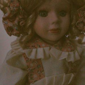 LILLY συλλεκτική vintage πορσελάνινη κουκλίτσα 40εκ. σε  άριστη κατάσταση