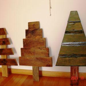 Ξύλινα Χριστουγεννιάτικα δέντρα (από παλέτες)