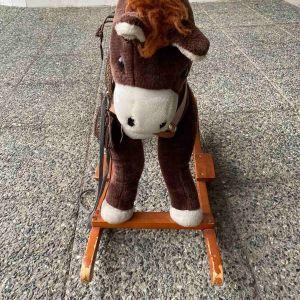 Κουνιστό αλογάκι ξύλινο