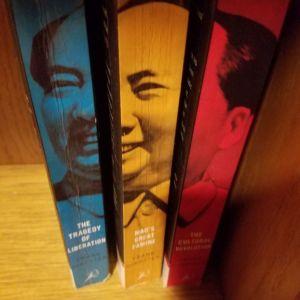Frank Dikotter - Συλλογη βιβλιων που αναφερεται στη δημιουργία της συγχρονης κινας μεσα απο το κουμουνιστικο καθεστος. Βασιζεται σε αρχεια κ πληροφοριες που μεχρι προσφατα ειχαν μεινει κρυμμενες