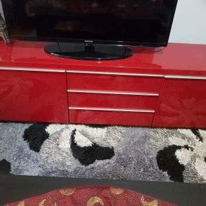 Πωλείται έπιπλο για τηλεόραση σε κόκκινη λάκα μήκος 1.80 φαρδος0.40 υψος0.49