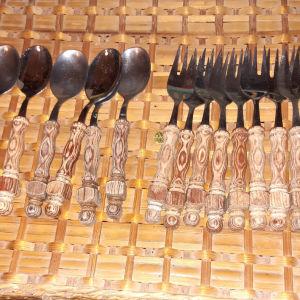 6 κουταλια+12πηρουνια γλυκου με ξυλινη λαβη