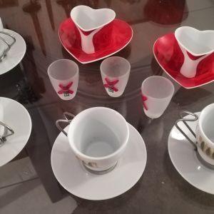 φλυτζανια καφε και σφηνακια