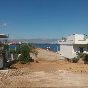 Πωλείται παραθαλάσσιο οικόπεδο 150 μ. από τη θάλασσα στο Μπατσι Σαλαμίνας 245 τμ σε κατοικημένη περιοχή περνάει ΔΕΗ ΕΥΔΑΠ ΤΗΛΕΦΩΝΟ. Θέα θάλασσα και πεύκα, τιμή 23.000€ γίνονται και ευκολίες