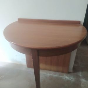 Vintage τραπέζι- μπιζουτιερα