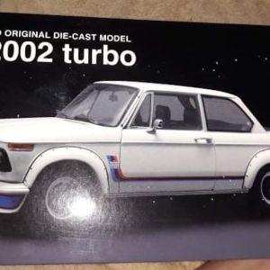 *RARE* BMW 2002 TURBO / KYOSHO / 1:18 / WHITE / DIECAST
