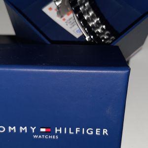 Πωλειται ρολοι χειρος Tommy Hilfiger αφορετο με τα καρτελακια αγορας