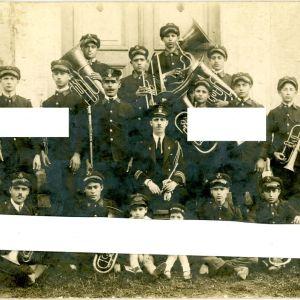 Φιλαρμονική Μπάντα Καρδίτσας 1926 με τον αρχιμουσικό της Σπύρο Μπιφέρνο Ορχήστρα Μουσικά Σύνολα