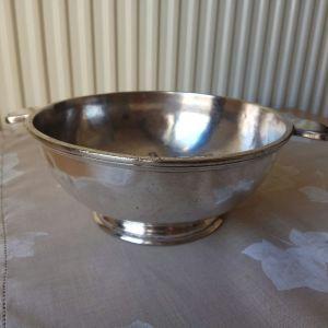 Κούπα WISKEMANN επάργυρη ( silver plated) 474/1 bw, Flandre Namur (Βέλγιο) τέλη 19ου αιώνα. Διαστάσεις: Διάμετρος ανοίγματος 19 εκατοστά. Ύψος 8 εκατοστά. Βάρος 658 γραμμάρια