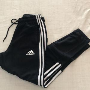 Ανδρική μαύρη  φόρμα Adidas size small