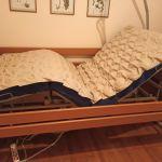 Νοσοκομειακό κρεβάτι ηλεκτροκίνητο με χειριστήριο