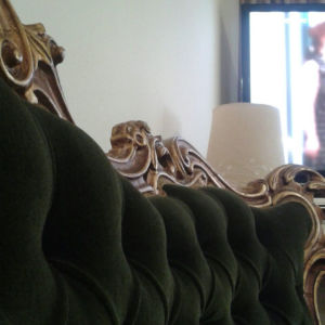 πωλείτε κλασικό σαλόνι κομπλέ καναπές τρειθεσιος δύο πολυθρόνες δύο καρέκλες τρεια τραπεζια