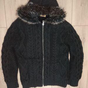 Ανδρική πλεκτή ζακέτα ZARA, μαύρη με γούνα, Large.