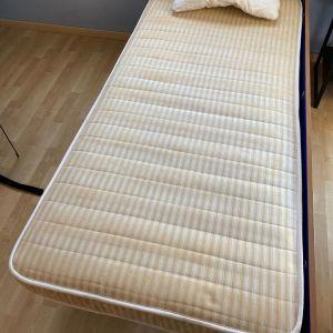 Κρεβάτια μονά με στρώματα