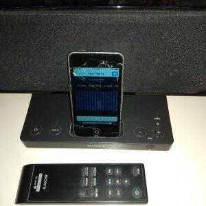 Ipod Touch 8gb μαζί με Speaker system/Docking Station Sony