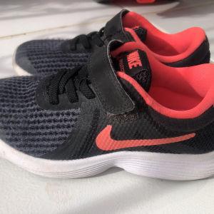 αθλητικά παπούτσια Nike νούμερο 28,5