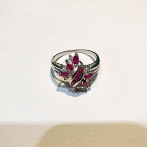Λευκόχρυσο δαχτυλίδι 18Κ με διαμάντια brilliant 0.15ct si και ρουμπίνια, 5.33γρ.