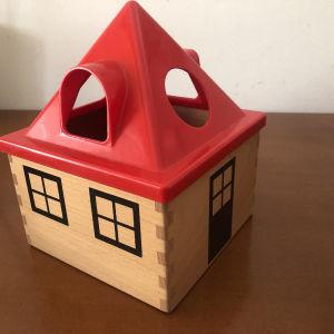 ξύλινη σπιτάκι εκπαιδευτικό παιχνίδι με σχήματα