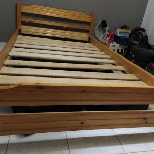 Κρεβάτι ξύλινο με στρωμα
