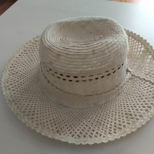 Καπέλο από φυσική ψάθα