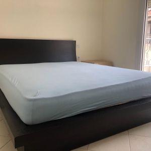 Κρεββάτι με κομοδίνο