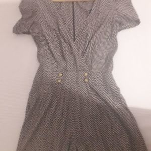 Μίνι πουά φόρεμα-σορτσάκι
