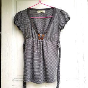 Γυναικεία μπλούζα BSB με V Ριγέ