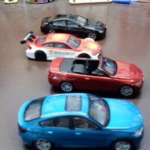 4 αυτοκίνητα