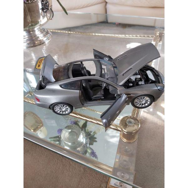 aftokinito sillektiko klimaka 1:18   Aston Martin