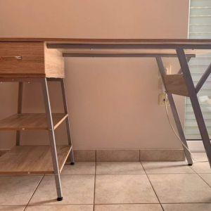 Ξύλινο Γραφείο με Μεταλλικά πόδια