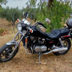 Honda Magna 95'