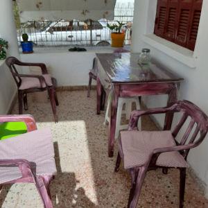 Τραπέζι και καρέκλες
