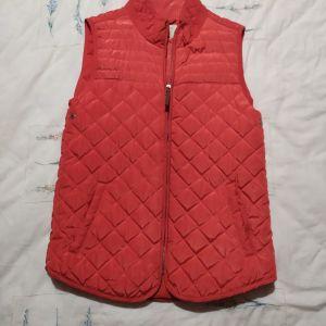Πωλείται μπουφάν αμάνικο, Zara kids, χρώμα κόκκινο, μέγεθος 11-12, για κορίτσια. Τιμή 10€. Άριστη κατάσταση.