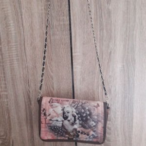 Καινούρια τσάντα ώμου με αλυσίδα