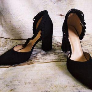 Γόβες *Sweet Shoes* σουέντ με τετραγονο Τακούνι με δέσιμο στον αστράγαλο, Μαυρο χρωμα.