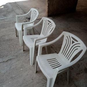 Πλαστικές καρέκλες εξωτερικού χώρου