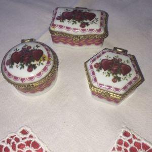 3 κουτάκια πορσελάνης,με καρδούλες.