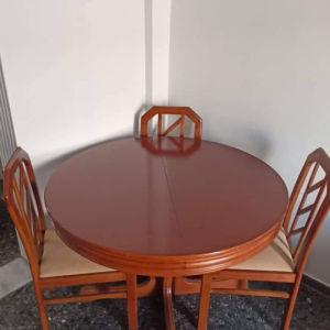 τραπεζαρια με 4 καρέκλες