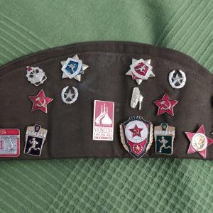 Σοβιετικό στρατιωτικό δίκοχο με καρφίτσες και σήματα.