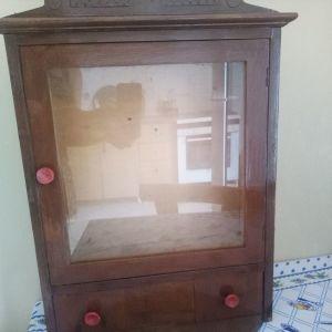 Εικονοστάσι ξύλινο  ύψος 0,59 πλάτος 0,38