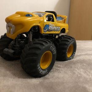maisto earth shockers monster truck