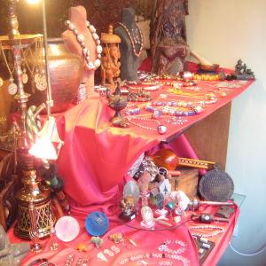 Πωλουνται διακοσμητικα,ειδη δωρων,ναργιλεδες,μουσικα οργανα απο την Ινδια,Νεπαλ,Αιγυπτο,και πολλα αλλα!