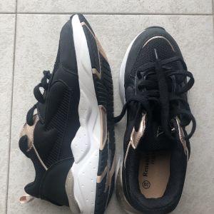 Γυναικεία παπούτσια Renato Garini (39) μαύρα