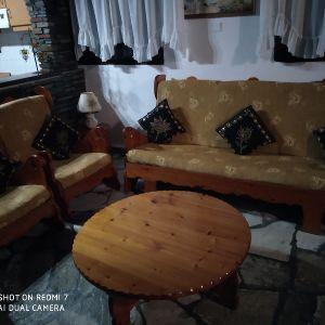 πωληται μεγάλο σαλονι απο γνησιο μασιφ ξυλο
