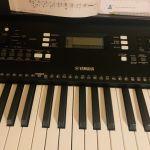 Ηλεκτρικό αρμόνιο ΥAMAHA PSR -E 363 μαζί με το Στήριγμα keyboard Stand