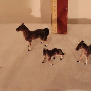 3 πορσελάνινα αλογάκια (κωδ. 4358)